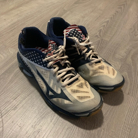 Mizuno Shoes | American Flag Volleyball